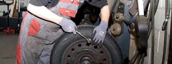 Tijd voor de bandenwissel: winterbanden in de opslag en zomerbanden onder de auto!
